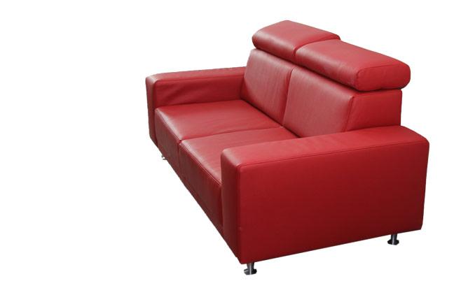 2x2 néha 5, piros kanapé relax funkcióval szerelve